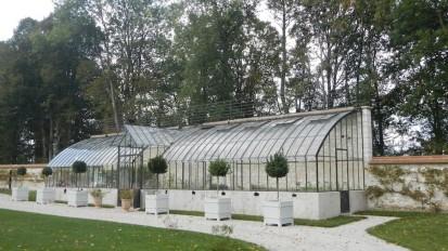 Une grande serre adossée, destinée au jardinier d'une propriété de Seine et Marne